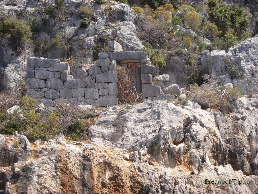 Кекова. Остатки древних строений.