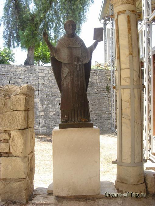 Мира. Статуя Святого Николая Чудотворца.
