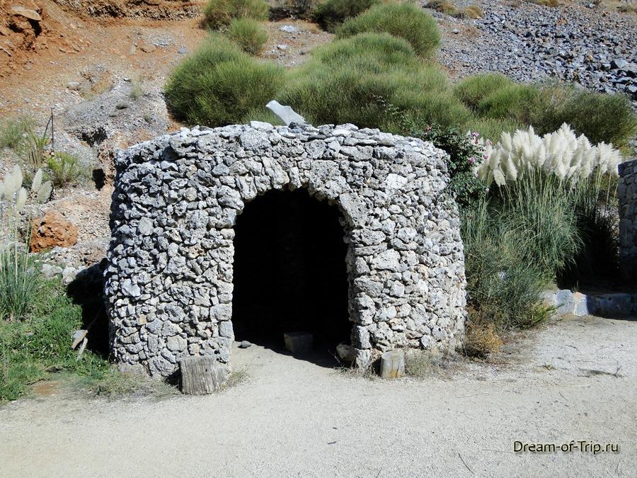 Музей HOMO SAPIENS на Крите. Каменный дом.