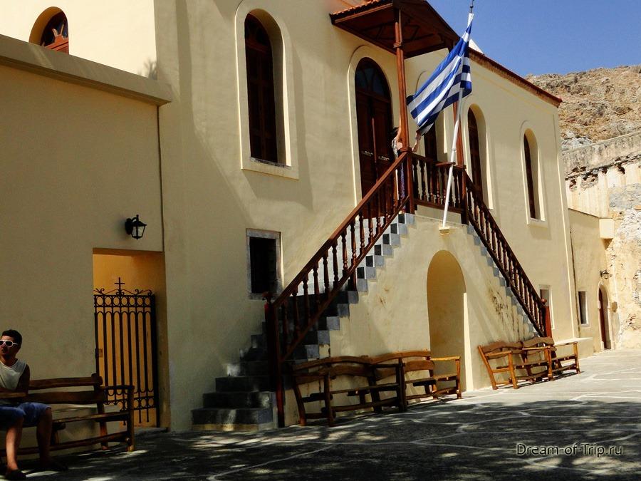 Монастырь Превели. Греческий флаг.