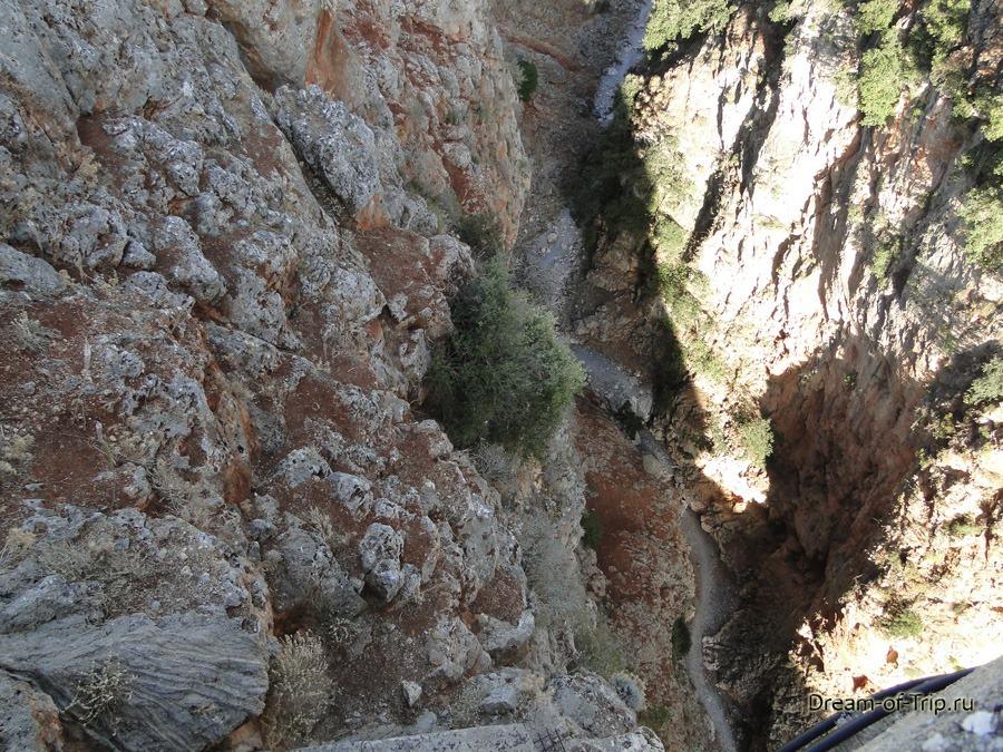 Дно ущелья Арадена на острове Крит.