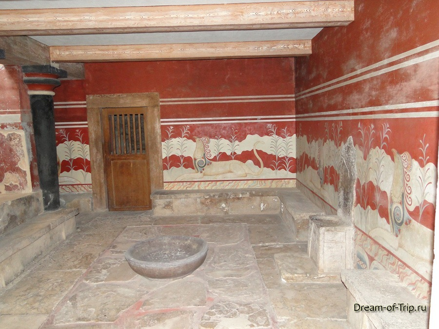 Кносский Дворец на острове Крит. Тронный зал.
