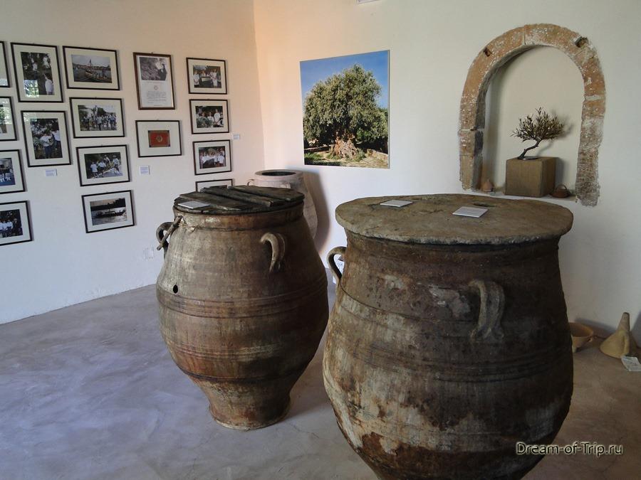 Крит. Музей оливок. Пифосы.