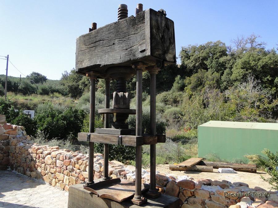 Древний пресс для оливок. Крит.