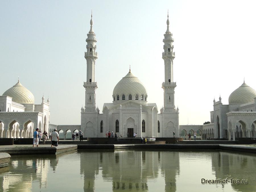 Белая мечеть в городе Булгар. Татарстан.