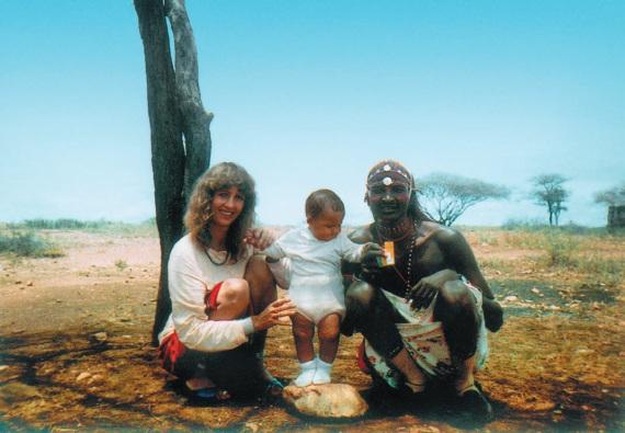 Реальное фото Коринны Хофманн с мужем и дочерью.
