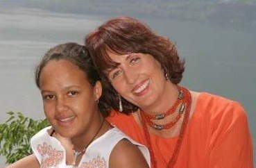Коринна с дочерью Напираи.