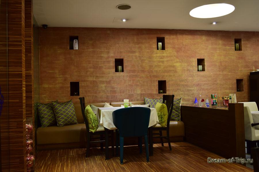 Ресторан Бабуна. Стол рядом с кондиционером.