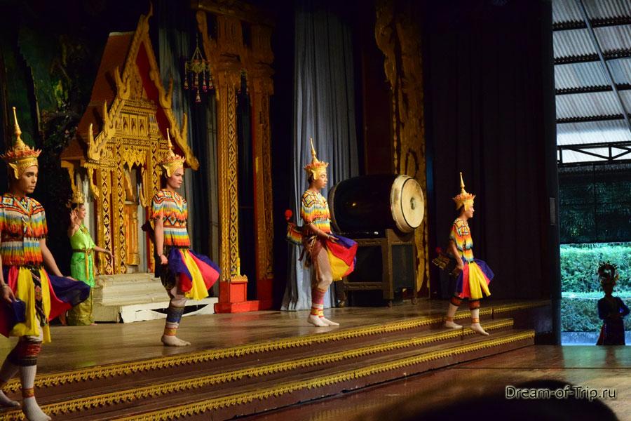 Тайское костюмированное шоу.