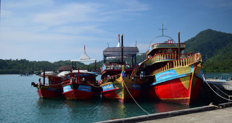 Экскурсионные лодки в Банг Бао на Ко Чанге