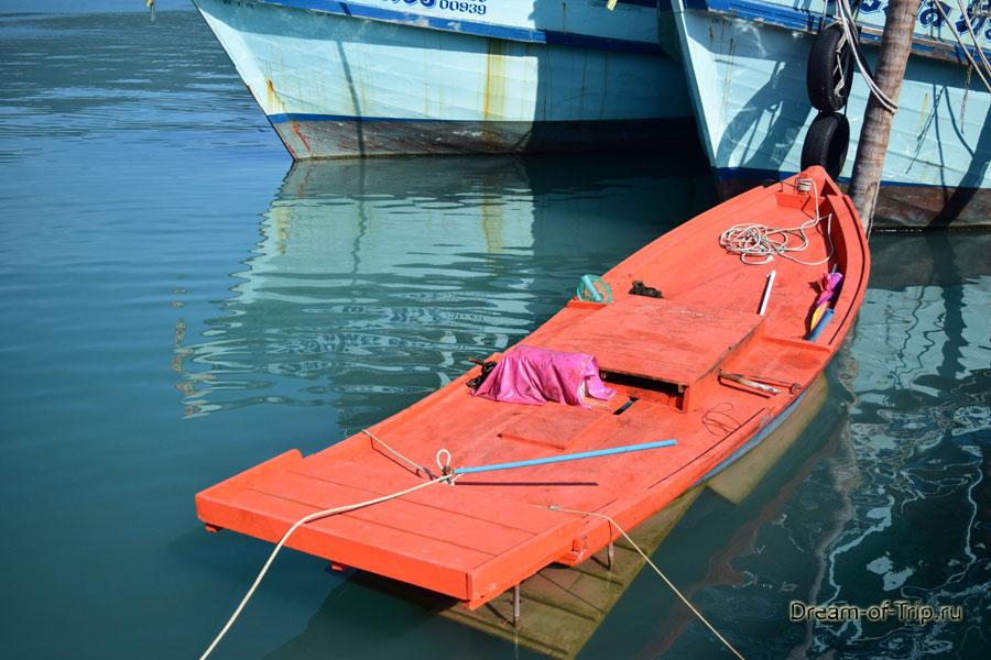 Рыбацкая лодка в Банг Бао