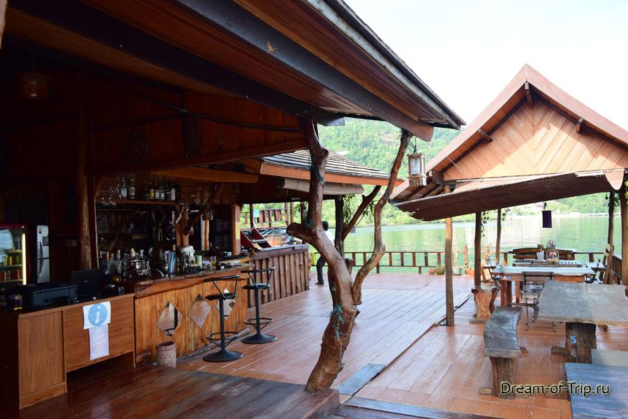 Греческое кафе в Банг Бао.