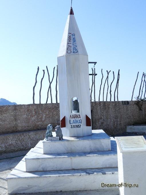 Памятник Лайке на Крите.