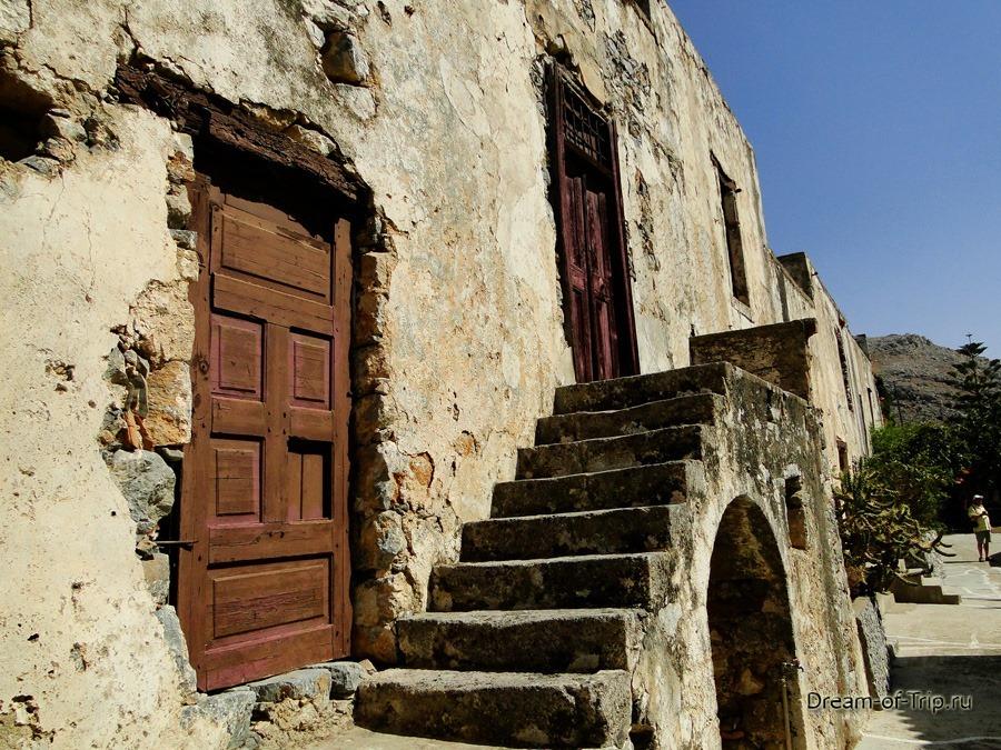 Верхний Монастырь Превели (Piso Moni Preveli). Древние постройки.