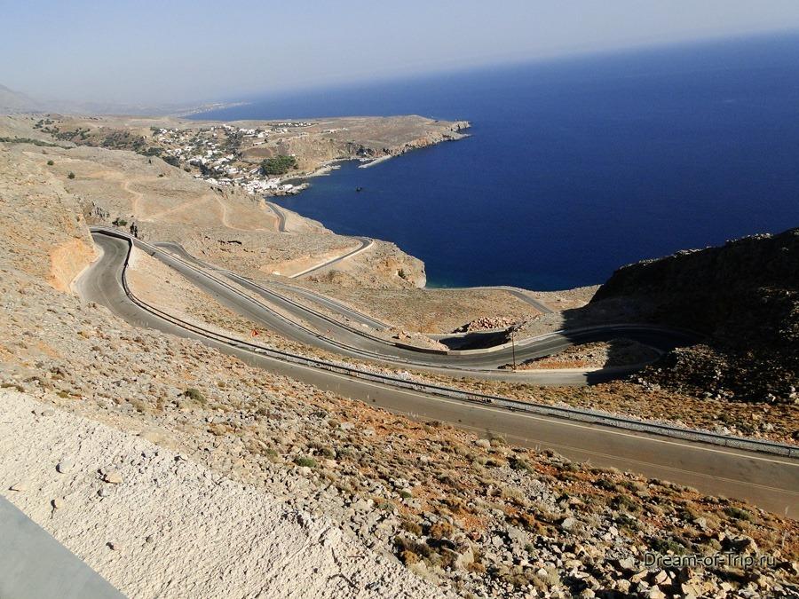 Серпантин на Крите по дороге к ущелью Арадена.