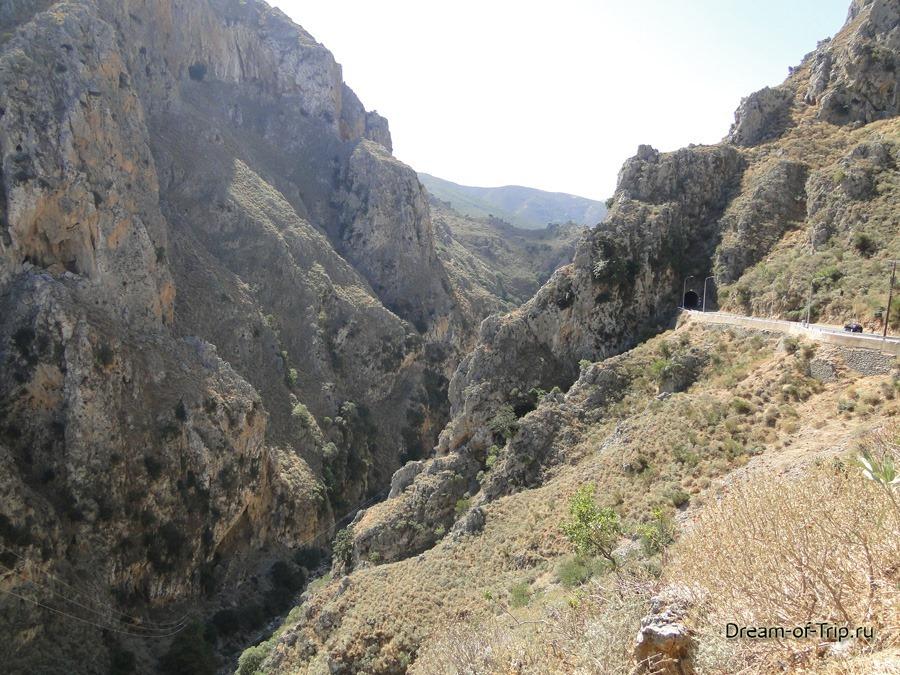 Дороги Крита. Ущелье.