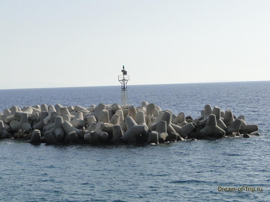 Порт в Хора Сфакион. Волнорезы.
