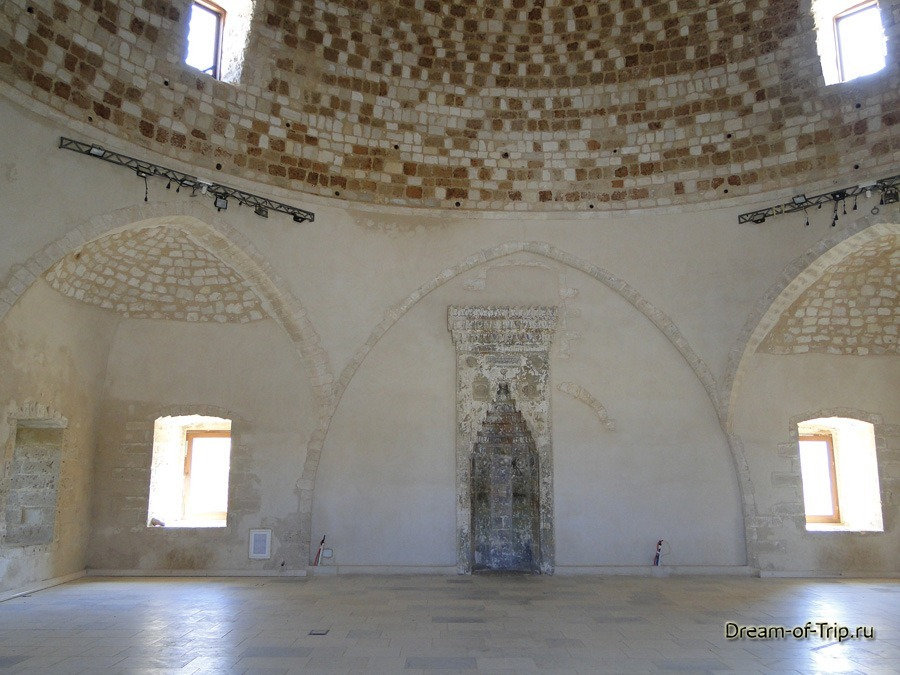 Крепость Фортецца. Мечеть Султана Ибрагима изнутри.