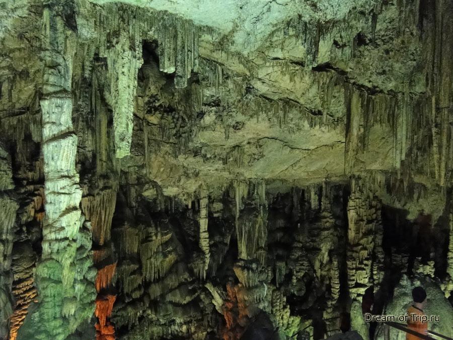 Пещера Зевса на острове Крит. Сталактиты и сталагмиты.