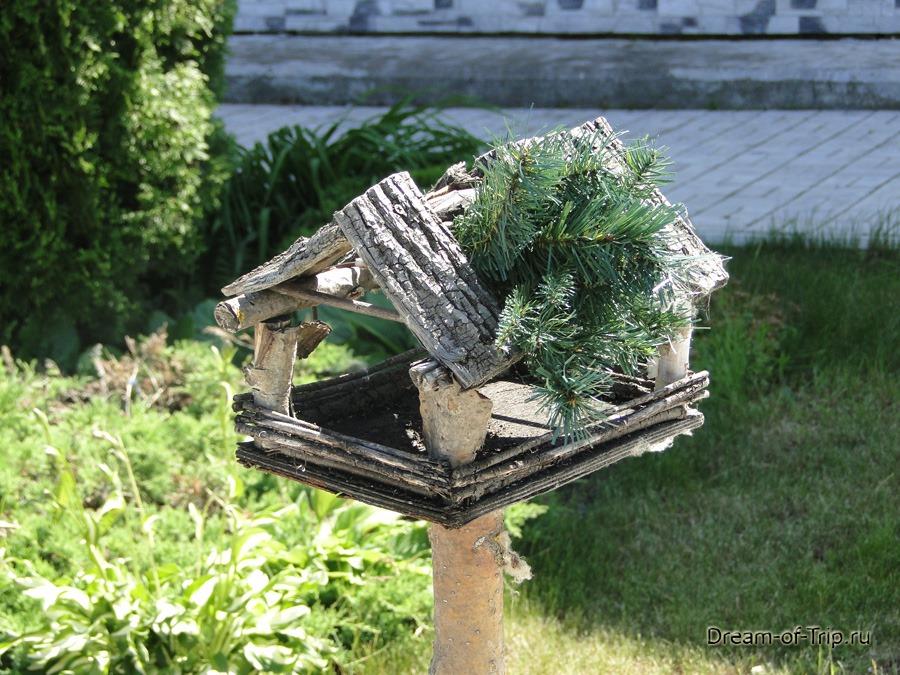 Оригинальная кормушка для птиц.
