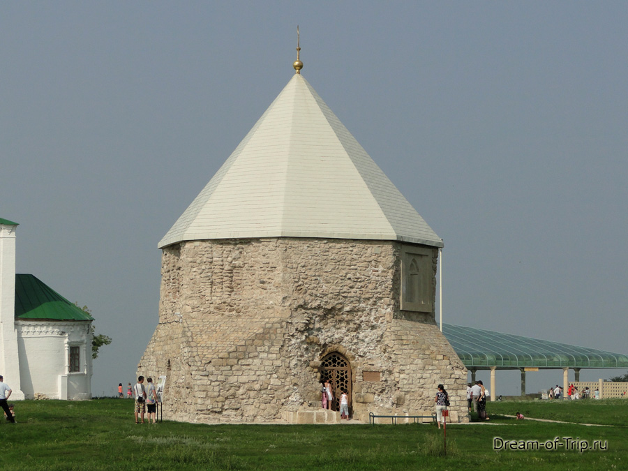 Древний Булгар. Восточный мавзолей.