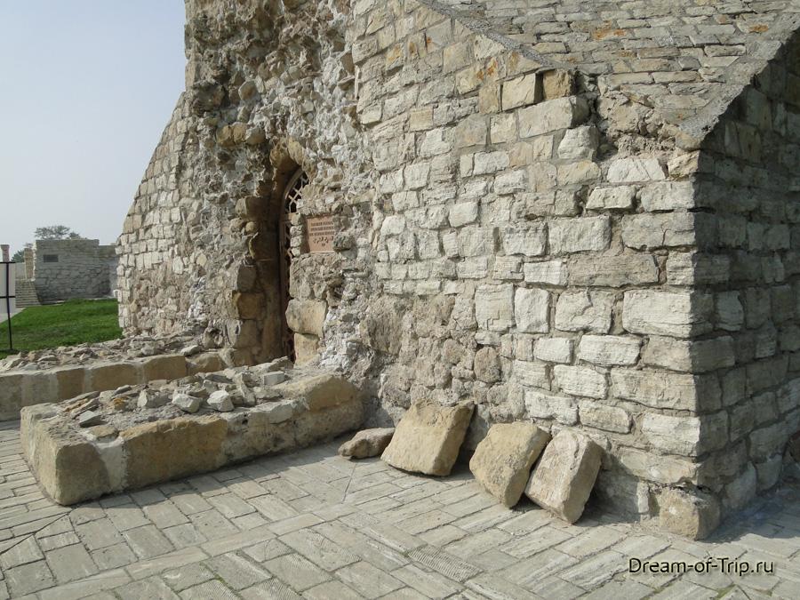 Древний Булгар. Восточный мавзолей. Вход.