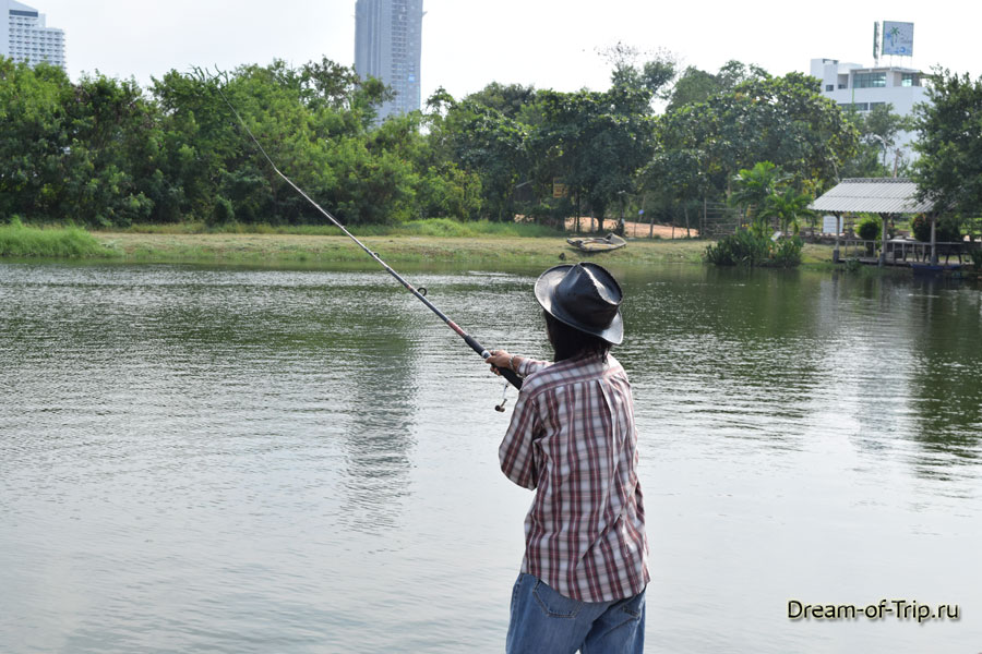 Рыбалка на озере Джомтьен фишинг парк в Паттайе