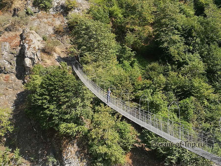 Веревочный мост по дороге в Лагич.